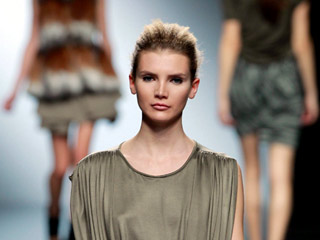Ver vídeo  'Amaya Arzuaga en Madrid Cibeles Fashion Week'