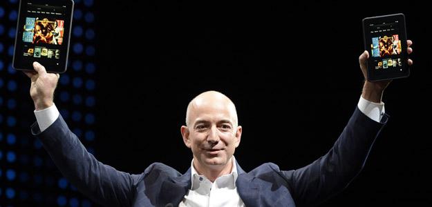 Jeff Bezos presentó en primera persona los últimos dispositivos Kindle en Santa Mónica, California, con los que pretenden competir con el resto de tabletas Android y los iPad de Apple