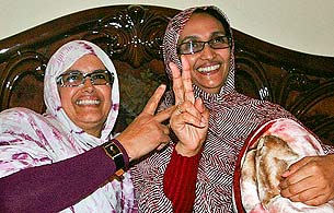 Ver v?deo  'Aminatu Haidar ya está en su casa del Aiún, rodeada de su familia'