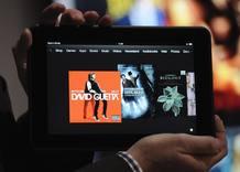 El Kindle Fire HD, una pantalla de 7 pulgadas de alta resolución con mejor contraste, sistema anti-reflejos y altavoces con tecnología Dolby
