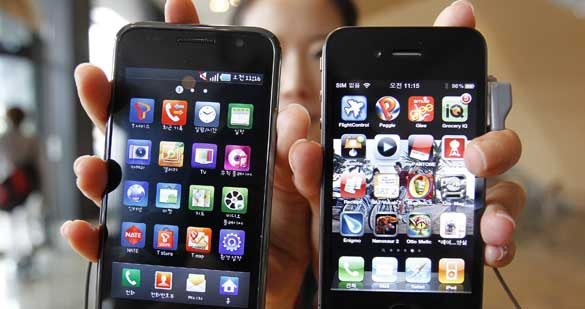 Un iPhone 4 y un Galaxy S
