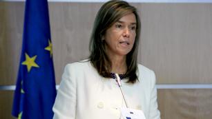 Ver vídeo  'Ana Mato quiere detectar y acabar con la desigualdad salarial entre hombres y mujeres'