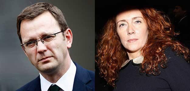 Andy Coulson y Rebekah Brooks, imputados por el caso de las escuchas telefónicas.