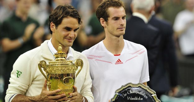 Andy Murray, junto a Roger Federer tras la final de Wimbledon 2012.