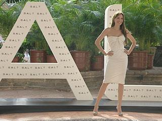 "Ver vídeo  'Angelina Jolie regresa a la gran pantalla con ""Salt""'"