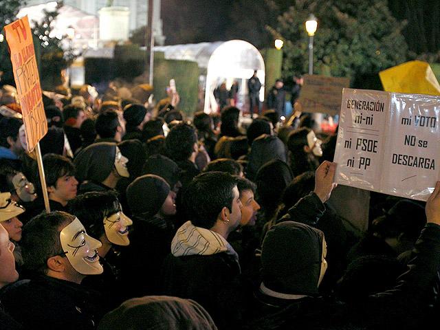 Anonymous protesta a las puertas de los Goya contra la ley Sinde