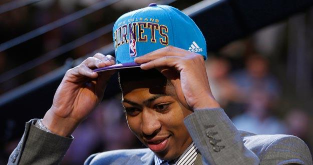 Anthony Davis, de la Universidad de Kentucky, elegido el número 1 del draft por los New Orleans Hornets.
