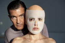 Antonio Banderas y Elena Anaya en 'La piel que habito'