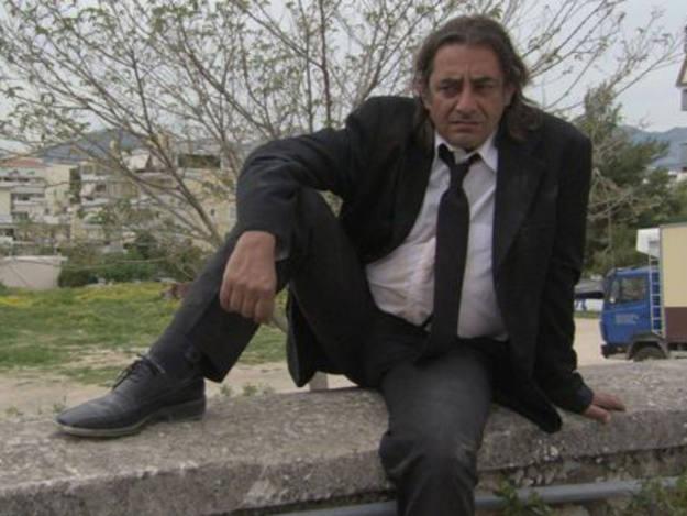 Antonis Kafetzopoulos es uno de los personajes protagonistas de 'Adikos Kosmos (Unfair world)'