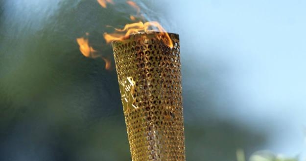La antorcha olímpica se apagó cuando era transportaada por el atleta de badminton paralímpico David Follet.