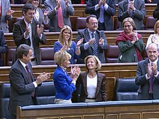 Ver v?deo  'Aplauso para De la Vega en el pleno del Congreso'