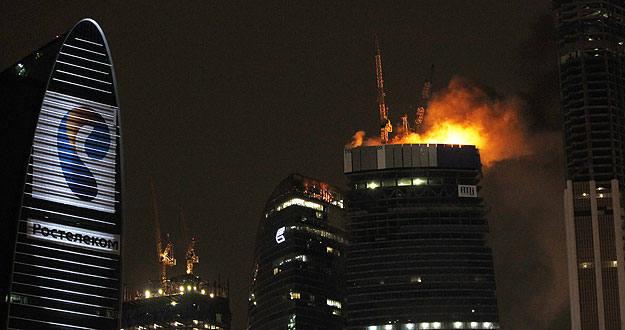 Arde un rascacielos en construcción en el centro financiero de Moscú