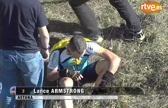 Armstrong se cae y abandona en Castilla y Le&oacute;n
