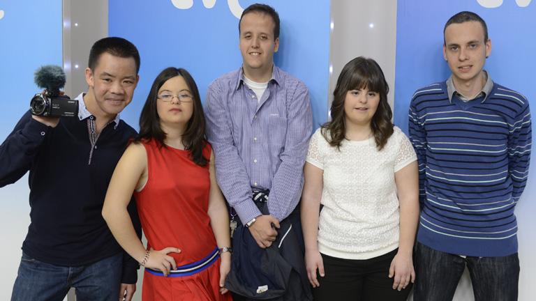 Con una sonrisa - Seis jóvenes discapacitados consiguen su primer empleo