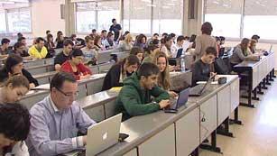 Ver vídeo  'Las asociaciones de estudiantes anuncian movilizaciones ante la subida de tasas'