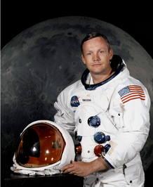 El astronauta estadounidense Neil Amstrong, el primer hombre en pisar la luna, ha muerto a los 82 años