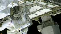 Ir al Video Astronautas de la ISS intentan localizar la fuga de amoniaco