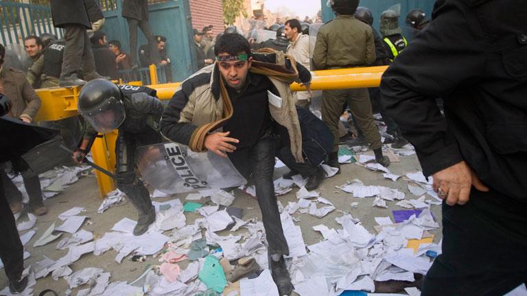 Atacan la embajada de Reino Unido en Teherán