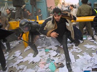 Ver vídeo  'Atacan la embajada de Reino Unido en Teherán'