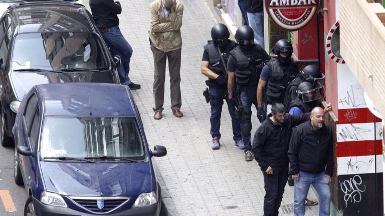 Un hombre está atrincherado dentro de un bar con un arma de fuego en Zaragoza