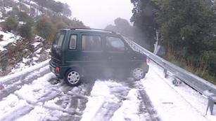 Ver vídeo  'Aumentar la precaución en la carretera con el temporal de frío'