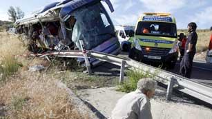 Ver vídeo  'Un autobús en el que viajaban 31 pasajeros se sale de la carretera'