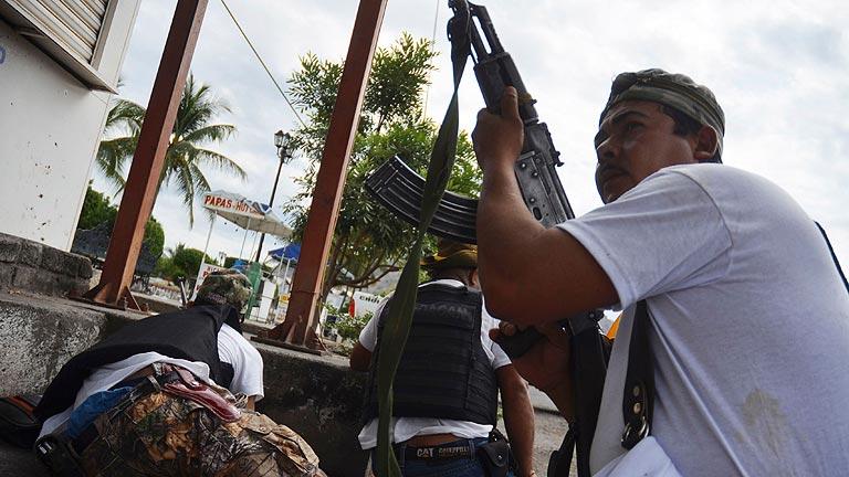 El Ejército mexicano intenta desarmar a los grupos de autodefensa que se enfrentan al narcotráfico