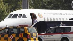 Ver vídeo  'El avión de Evo Morales retoma su vuelo tras descartarse la presencia de Snowden'