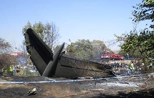 Ver vídeo  'El avión de Spanair habría impactado en el suelo por la zona de la cola'
