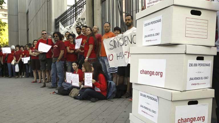 Científicos del CSIC presenta 230.000 firmas pidiendo ayuda a la Secretaría de Estado de I+D+I