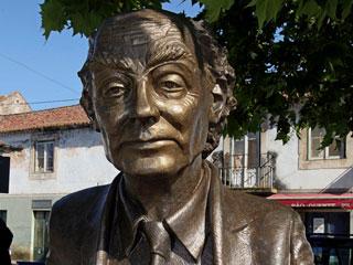 Ver v?deo  'Azinhaga está de luto por la muerte de José Saramago'