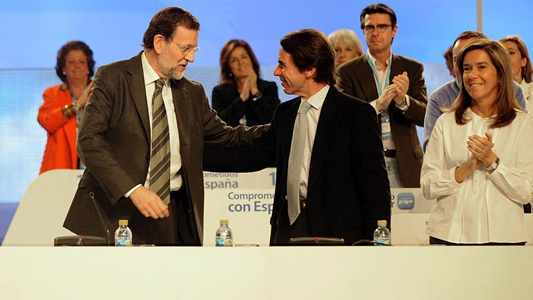 Jos&eacute; Mar&iacute;a Aznar muestra su apoyo a Mariano Rajoy en su intervenci&oacute;n en el plenario