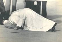 El papa Juan Pablo II a su llegada a Madrid en 1982