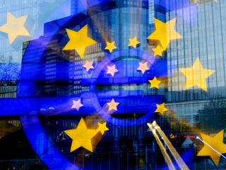 Ver v?deo  'Los bancos centrales respaldan al euro comprando deuda pública'