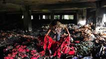Ir al Video&nbsp;En Bangladesh, un incendio en un taller textil causa al menos 8 muertos