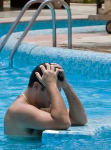 Bañistas en la piscina