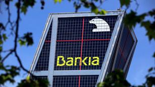 Ver vídeo  'Bankia se hunde más de un 26% en la Bolsa y la prima de riesgo supera los 500 puntos'
