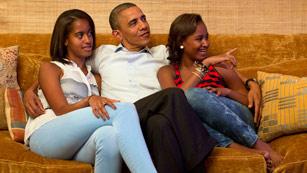 """Ver vídeo  'Barack Obama y sus hijas, """"los mayores fans"""" de Michelle'"""
