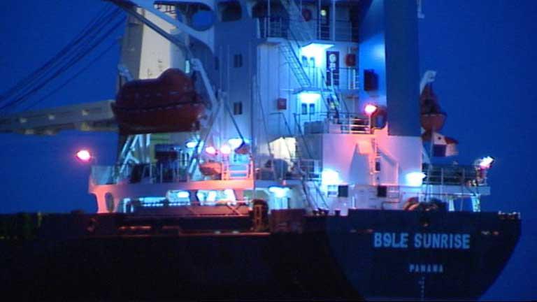 Capitanía Marítima de Valencia pone en marcha el operativo para intentar reflotar el barco varado