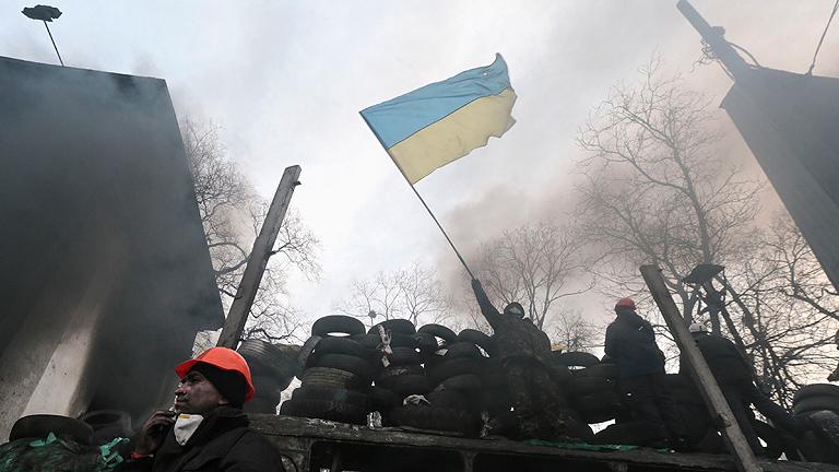 Los manifestantes ucranianos refuerzan sus barricadas en la capital Kiev