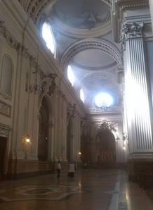 Vista de la basílica del Pilar de Zaragoza, momentos después de que el artefacto explotara en su interior.
