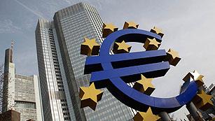 Ver vídeo  'El BCE presta 529.531 millones de euros a tres años a 800 bancos de la zona euro'