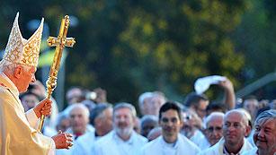 Ver vídeo  'Benedicto XVI cierra con una multitudinaria misa su primera jornada en Cuba'