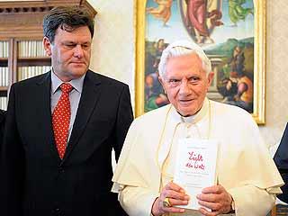 Ver vídeo  'Benedicto XVI no descarta dimitir si la salud le falla'