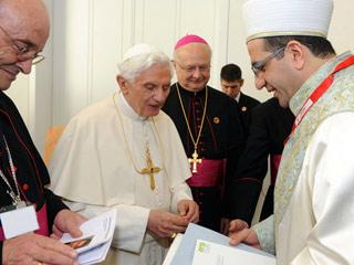 Ver vídeo  'Benedicto XVI hace un llamamiento en Alemania al diálogo entre cristianismo e Islam'