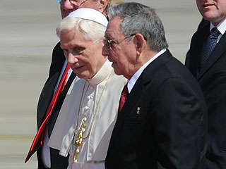 Ver v&iacute;deo  'Benedicto XVI llega a Cuba 14 a&ntilde;os despu&eacute;s de que lo hiciera Juan Pablo II'