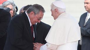 Ver vídeo  'Benedicto XVI llega a Cuba e insta a avanzar en las relaciones bilaterales'