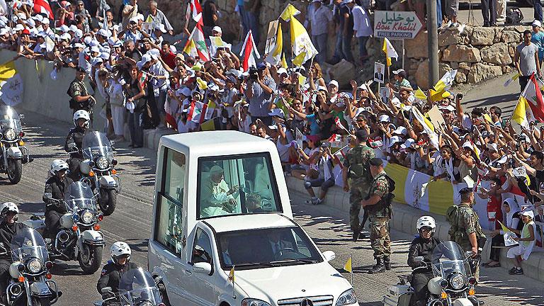 Benedicto XVI pide a musulmanes y cristianos unirse para evitar la violencia en Oriente Medio
