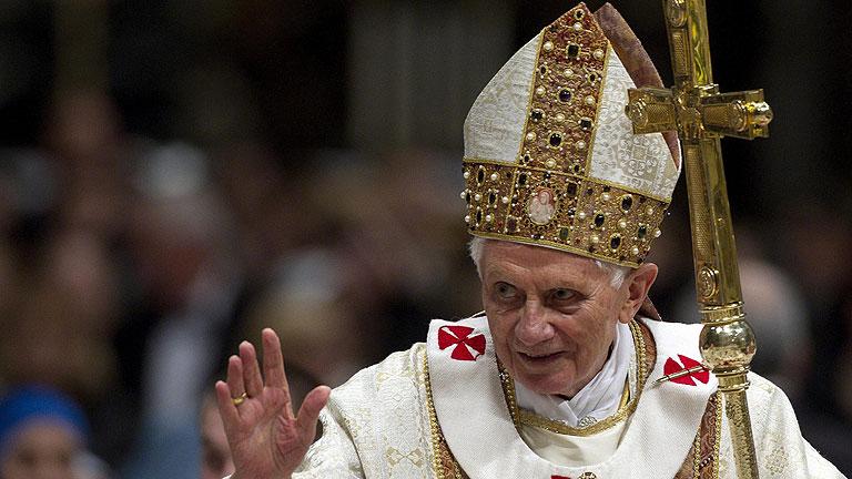 """El papa renuncia por """"falta de fuerzas"""""""