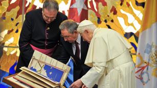 Ver vídeo  'Benedicto XVI termina su visita a Cuba con una reunión con Fidel Castro'